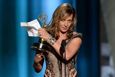 """Allison Janney accepts the award for outstanding supporting actress for """"Mom"""""""