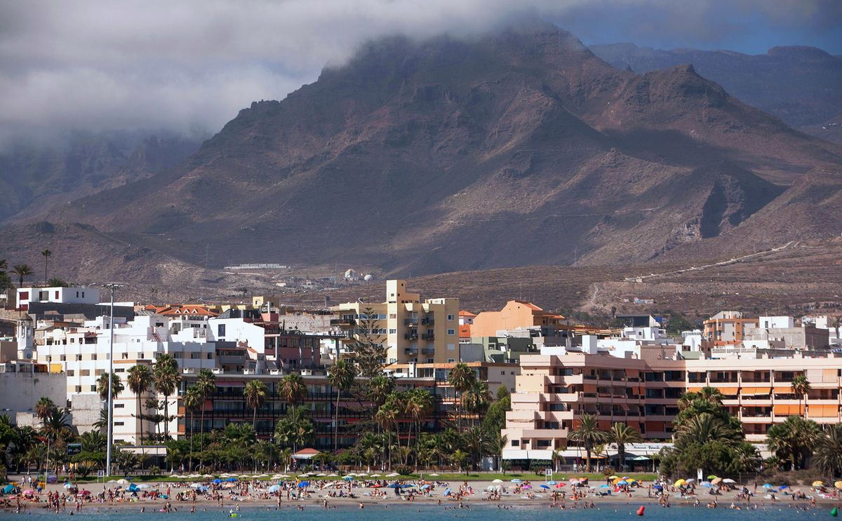 Canaries Open to Tourists Even With Spain Virus Cases Rising