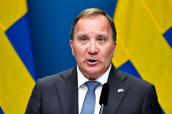 Sweden's Premier Resigns and Warns Against Early Election