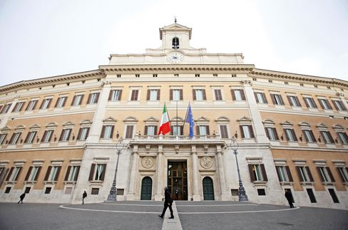 Italy Sells Bills as Rates Drop to Lowest Since March 2010