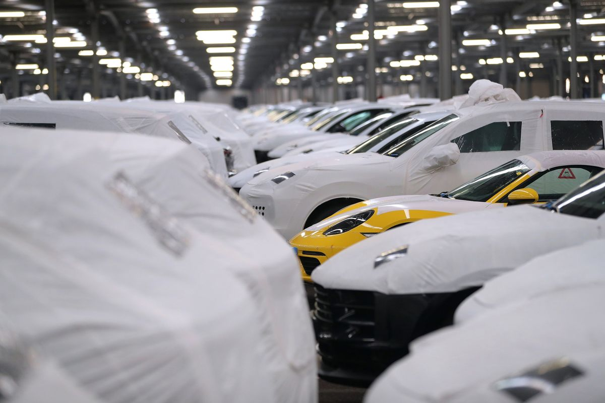Goldman Doubles Estimate for Chance of U.S. Tariffs on EU Cars