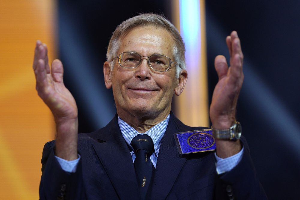 jim walton - entrepreneur billionaire and their net worth - voxytalksy