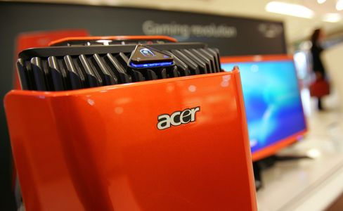 Acer Falls After Saying First-Quarter Sales to Miss Forecast
