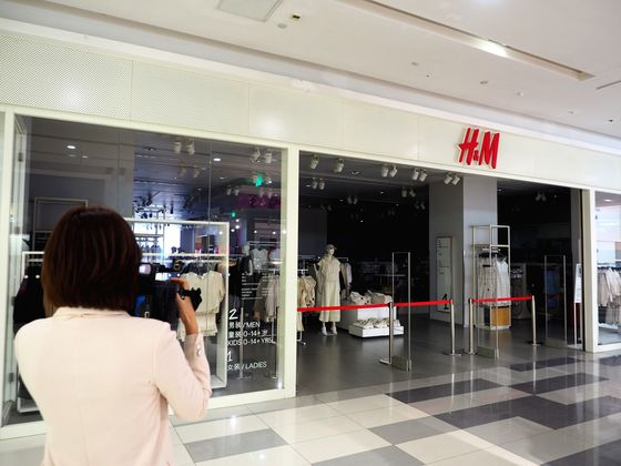 H&M Stores Shut by Chinese Landlords as Xinjiang Fallout Grows