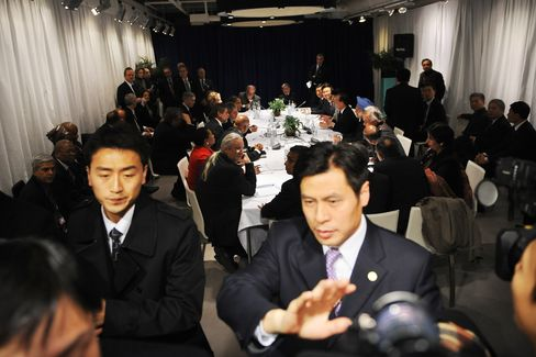Security push back the press during a meeting between Barack Obama, Wen Jiabao, and other leaders in Copenhagen