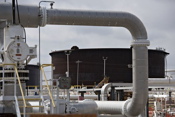 Pipeline Giant Enbridge Joins Shell, BP With 2050 Emissions Goal