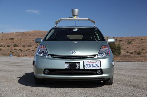 Googles Self-Driving Cars Get Boost From U.S. Safety Agency