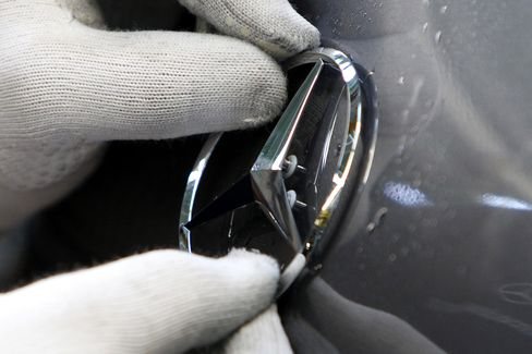 Mercedes Perfect Coating Brings Jobs, Profit for BASF's Chemists