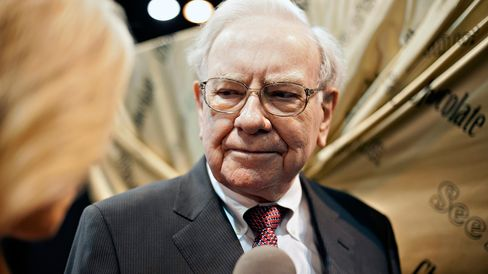 Warren Buffett is pictured prior to a Berkshire Hathaway shareholders meeting in Omaha, Neb., on May 3, 2014.