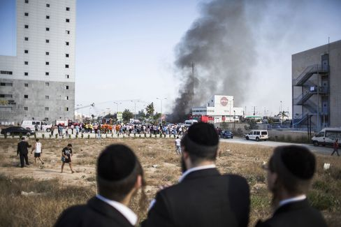 Israel Calls Up 33,000 Reserves as First Israeli Seriously Hurt