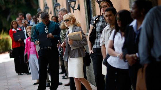 U.S. Unemployment Insurance Claims Fall to Fresh Pandemic Low