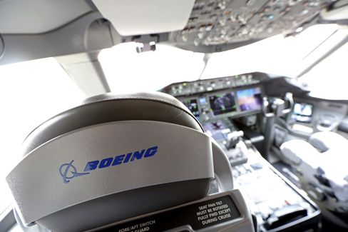 Boeing Dreamliner Fire Spurs Canada Order to Inspect Jet Beacons