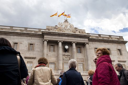 Spanish Debt Risk Soars to Record as Regions Ask for Assistance