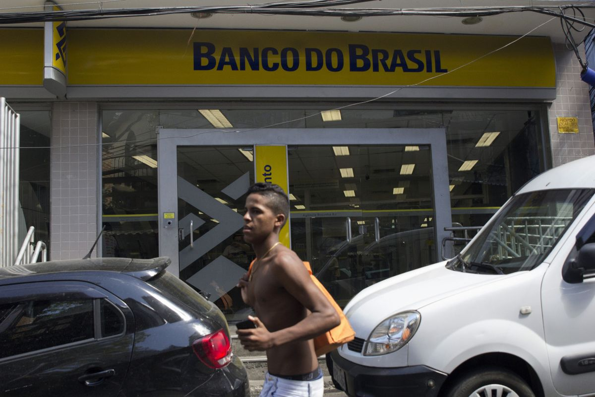 Brazil Banking Giant's Share Sale Raises $1.4 Billion