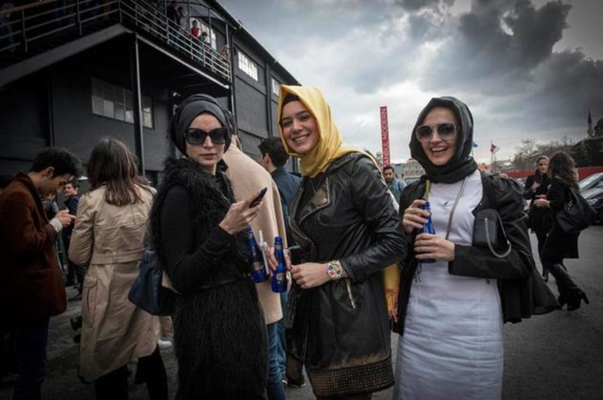 In Islamic Turkey, Fashionable but Conservative - Bloomberg