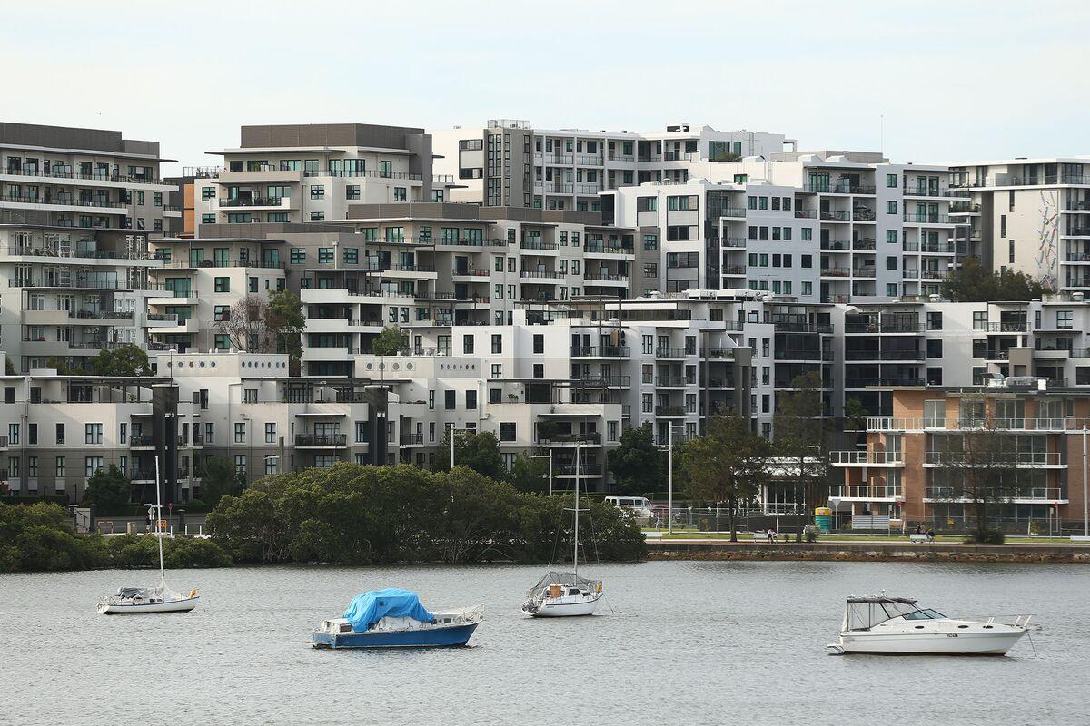 Australia's Economy Can Cope With Property Slump, RBA's Lowe Says
