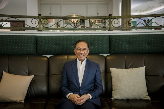 Anwar Says He Will Succeed Mahathir as Malaysia Prime MinisterAround 2020