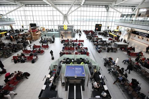 Qatar Buys Stake in Heathrow Owner BAA for 900 Million Pounds