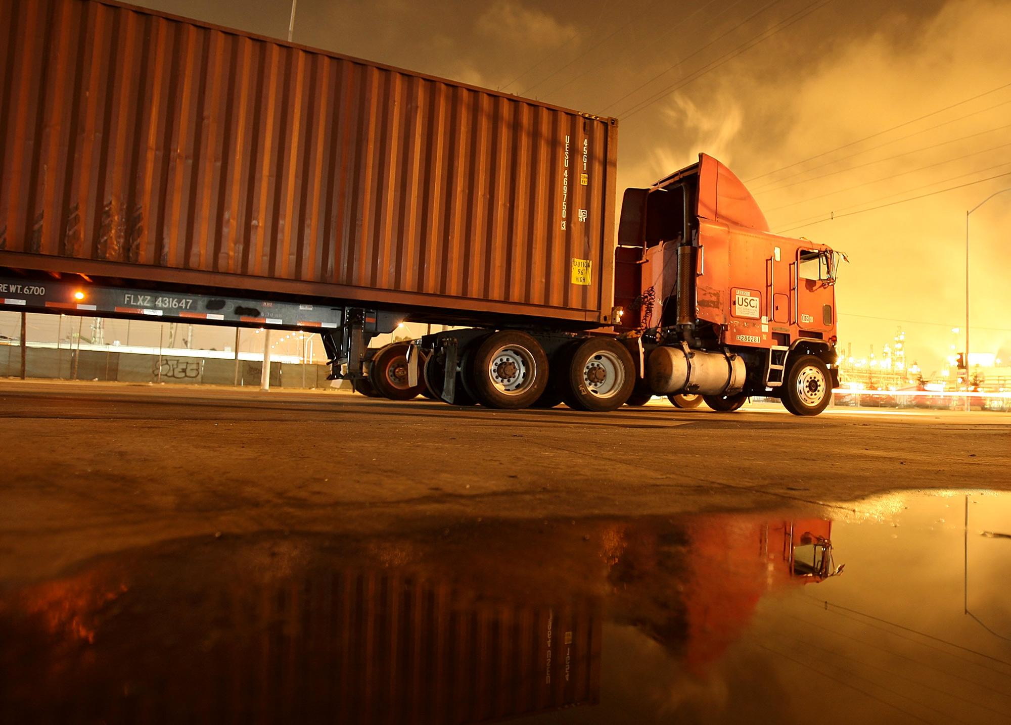 We Bleed Diesel Truckers Nearing Worst Price Shock Since 2008 Freight Truck Fuel Pump Bloomberg