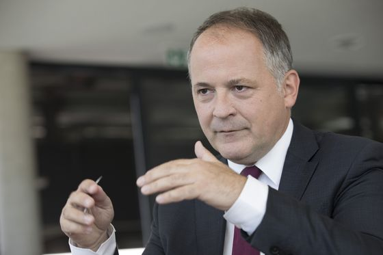 Coeure Sees No Need for ECB to Dilute Impact of Negative Rates