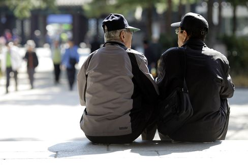 Images Of The Aging Population Ahead Of GDP Numbers