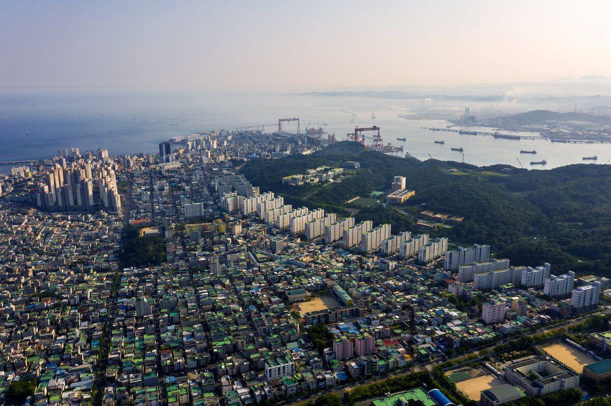 Billionaire Succession Stirs Protest at World's Largest Shipyard