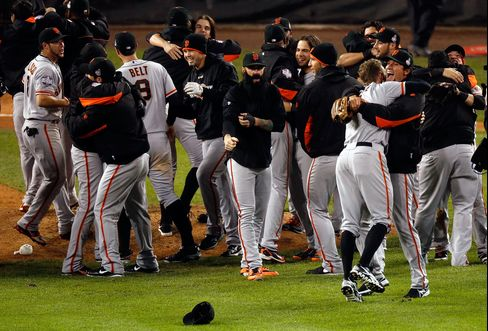 Giants Beat Tigers 4-3 for Second World Series Title in 3 Years
