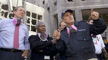 New York Mayor Rudolph Giuliani (R) gives a tour of the World Trade Center attack site to UN Secretary-General Kofi Annan (C) and New York Governor George Pataki (L) 18 September, 2001, in New York.