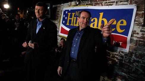 Bob Vander Plaats (left) and Mike Huckabee appear on Dec. 29, 2007, in Indianola, Iowa.