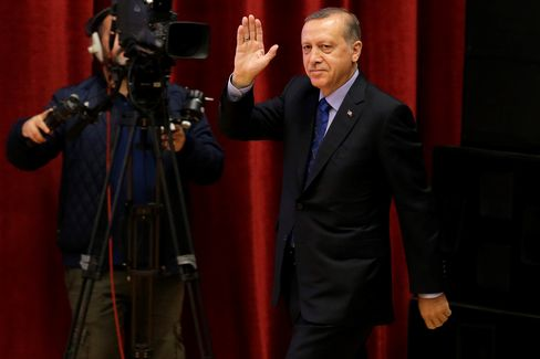 Recep Tayyip Erdogan salutes the audiences before he delivers a speech in Ankara, on May 12, 2016.