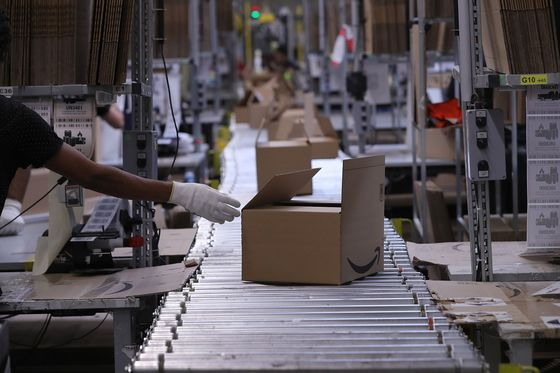 Amazon Squeezes Sellers That Offer Better Prices on Walmart