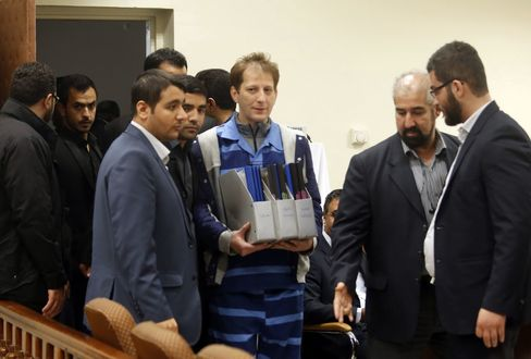 Babak Zanjani, in blue, in a Tehran court in November 2015.