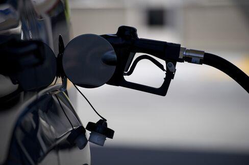 Gasoline at U.S. Pumps Reaches Summer High on Refiner Upsets