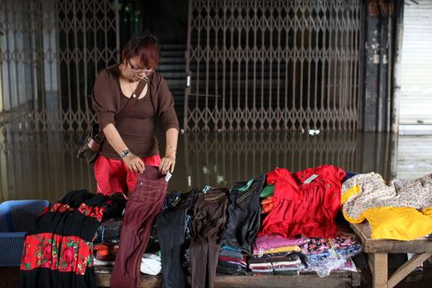 Indonesia Inflation Accelerates on Floods, Higher Power Prices