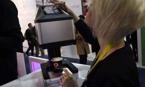 An exhibitor demonstrates the Steam CC Ripple Maker.
