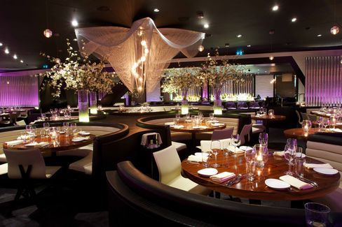 The dining area at STK—when full—looks like a club and sounds like one, too. Aurallevels can reach 90 decibels.
