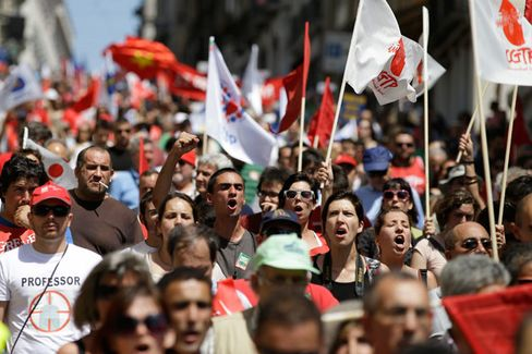 Portugal's Civil Servants Keep Their Jobs as Economy Struggles