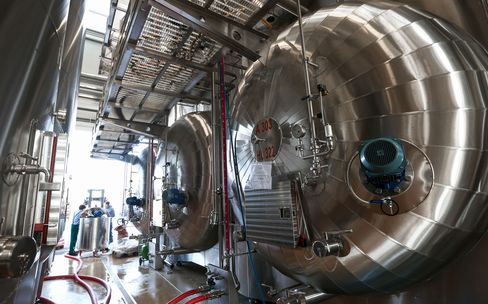 Autoclaves containing Prosecco