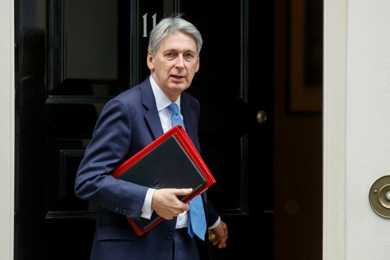 Hammond's Late-Night Call Fails to Ease Company Brexit Fears