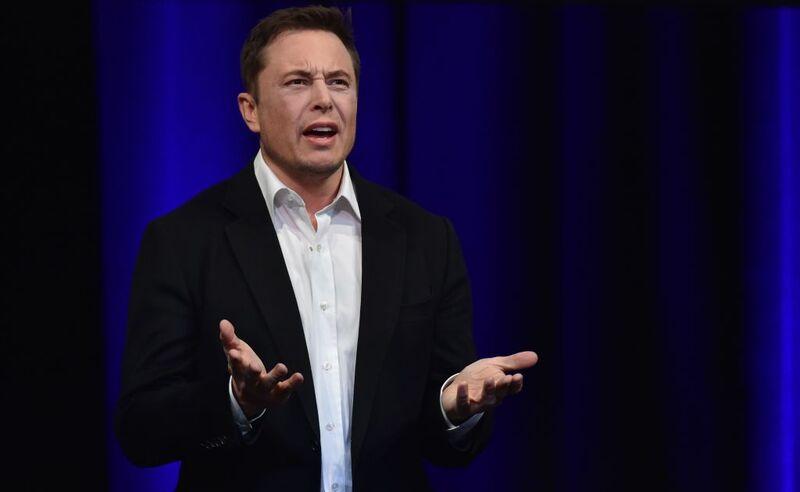 O Elon Musk παίζει επικίνδυνο παιχνίδι με την επίθεση στους αναλυτές