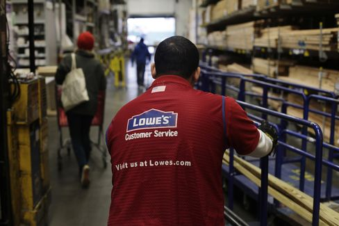 Lowe's Profit Misses Analyst Estimates as Comparable Sales Slip