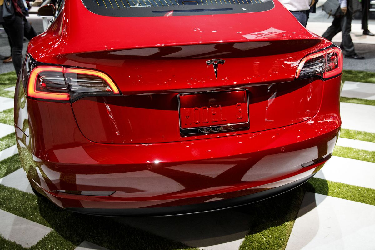 Tesla Idling Model 3 Shows Musk Unable to Make On-the-Fly Fixes