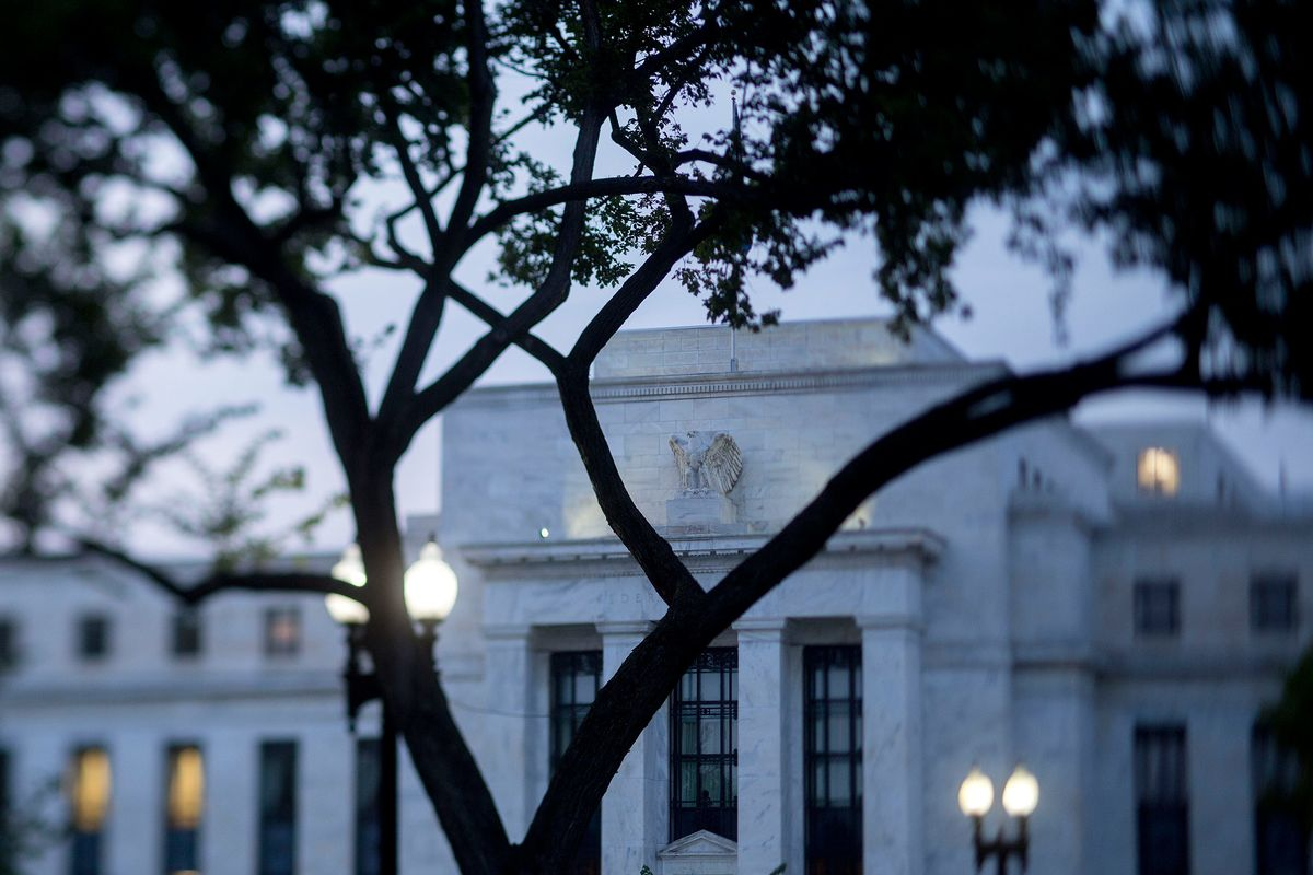 Fed's Hot-Or-Not Confusion on Economy to Shape Rate-Hike Debate
