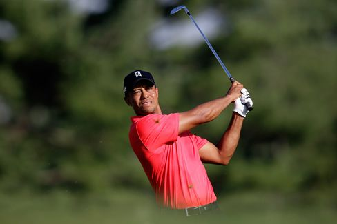 Tiger Woods Passes Nicklaus's Win Total With Third Title