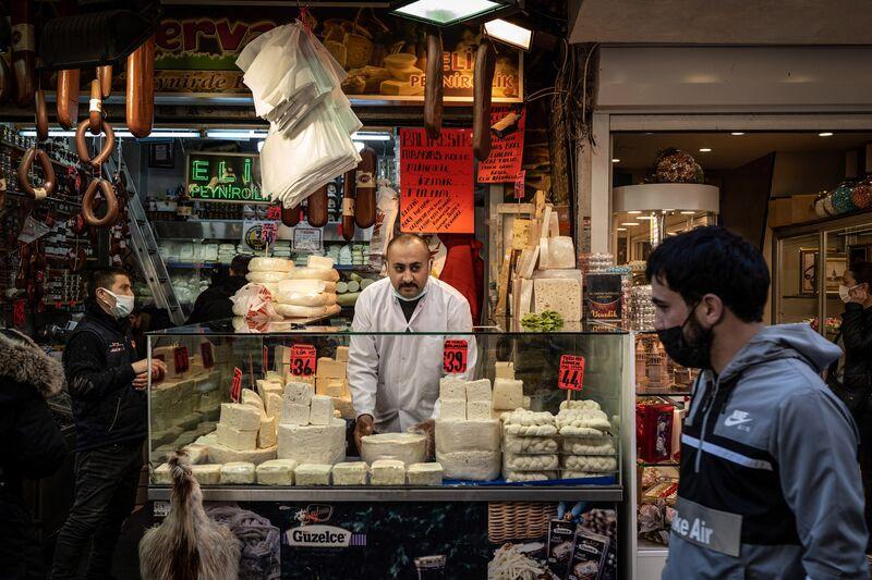 Economia turca enquanto a inflação pressiona o banco central a apertar a política