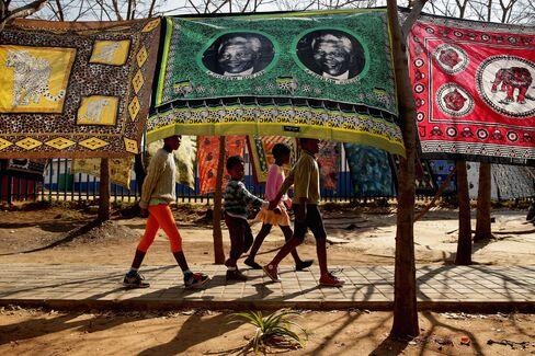 Mandela Leaves Hospital to Remain Under Intensive Care at Home