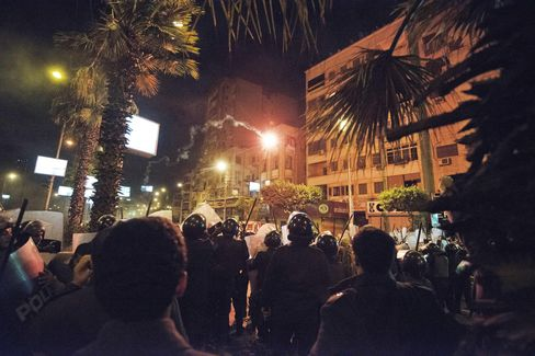 Egyptian Presidential Guards Deploy Outside Palace After Clashes