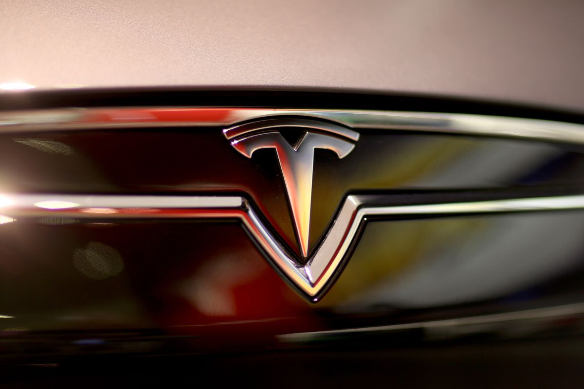 tesla motors inc Tesla, inc, formerly tesla motors, inc, designs, develops, manufactures and sells fully electric vehicles, and energy storage systems, as well as installs, operates and maintains solar and energy storage products.