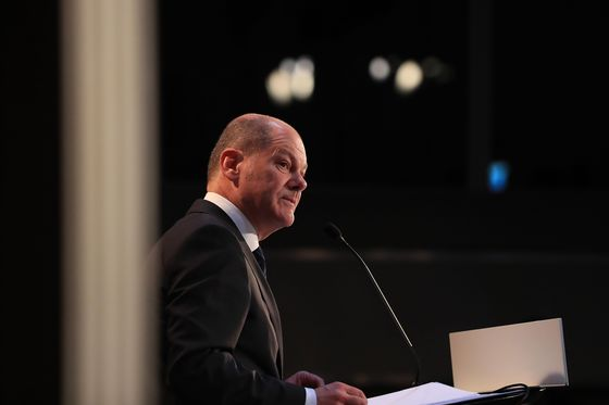 Germany's Finance Minister Proposes 10 Billion-Euro Plan to Safeguard Jobs