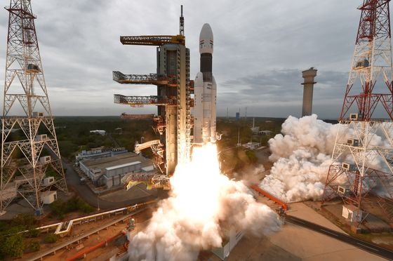 Historic Indian Mission to Moon's South Pole Enters Lunar Orbit